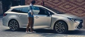 Corolla on uudestisyntynyt. Suurenmoinen ajettavuus, suurenmoinen design. Uusi Corolla Hybrid, miksi valita, kun voi saada aina suurimman? Tervetuloa kaikkien aikojen koeajoon! #corollahybrid