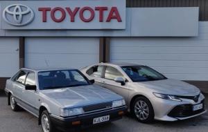 Sodankylässä asiakkaamme Aarne Immonen kävi tutustumassa uuteen Camry Hybridiin. Aarnella ajossa Toyota Camry vuodelta 1985